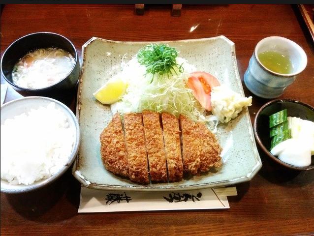 特ロースかつ定食 1,600円(税込)