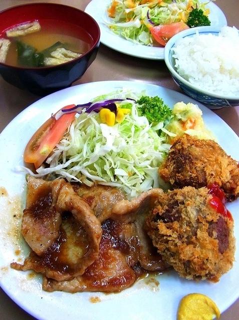 上ロース生姜焼&メンチカツ¥800