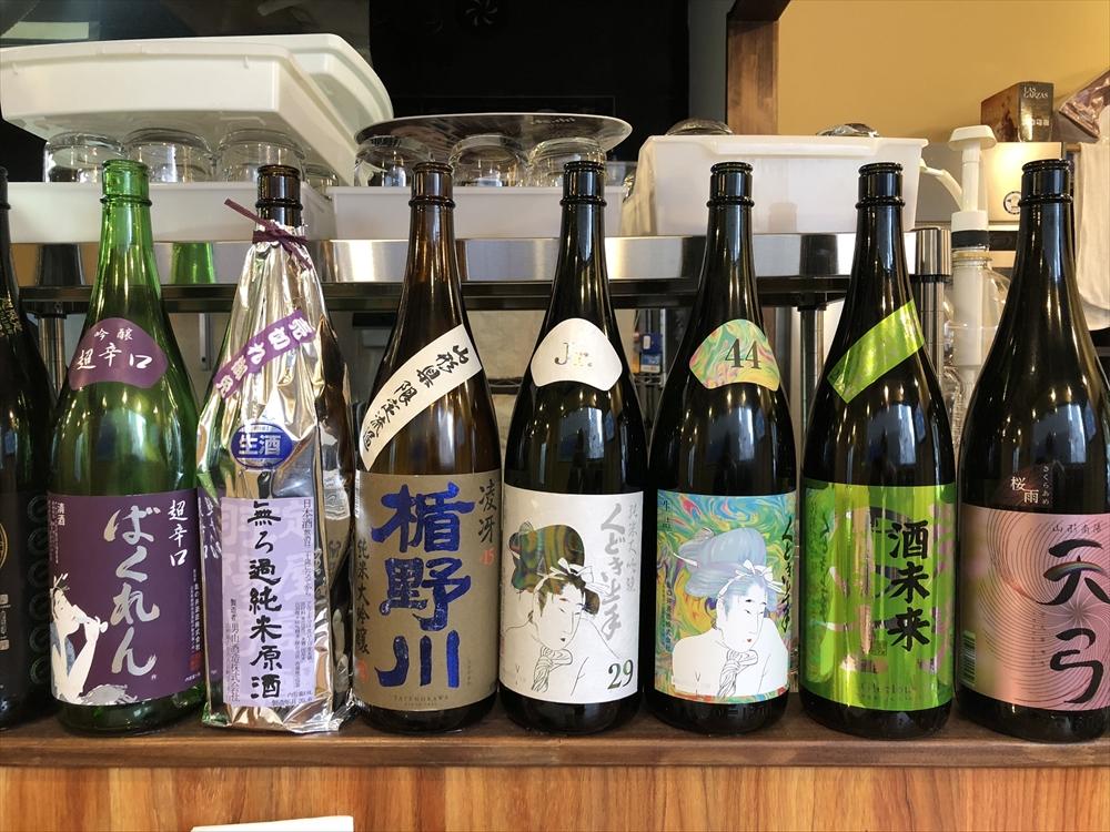 ズラっと並ぶ日本酒
