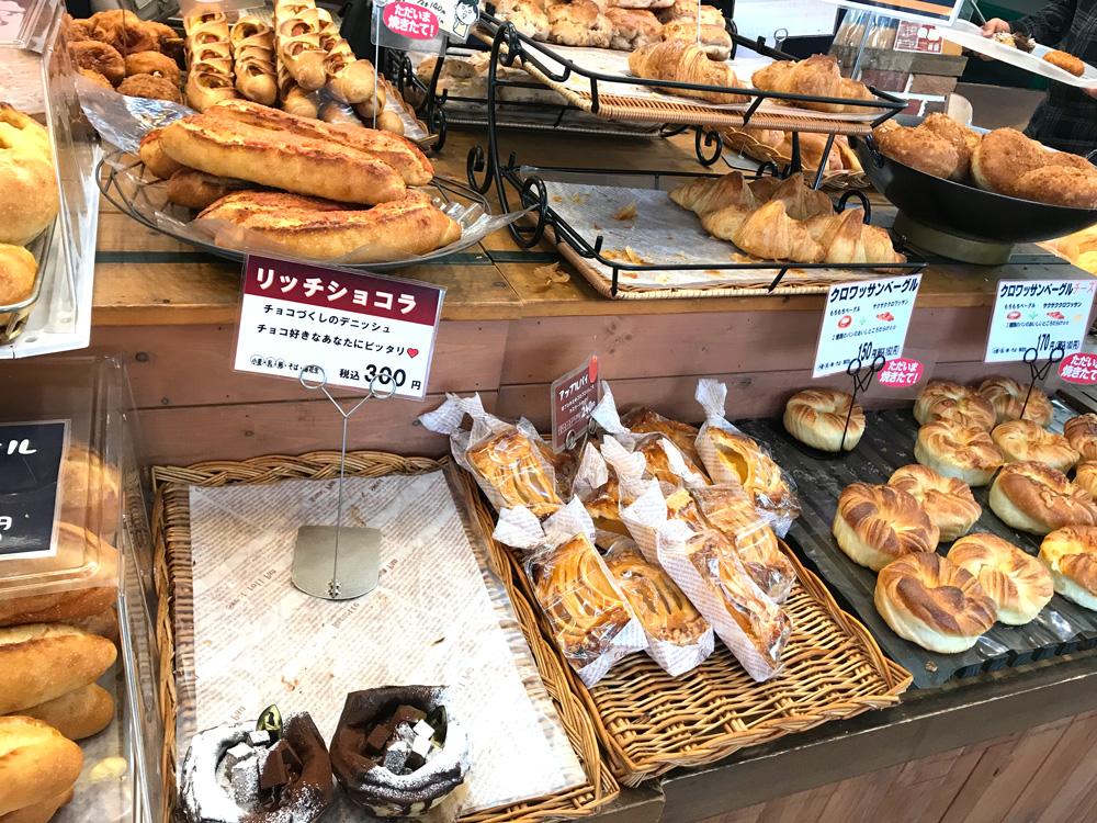 藤ノ木パンは種類も豊富です