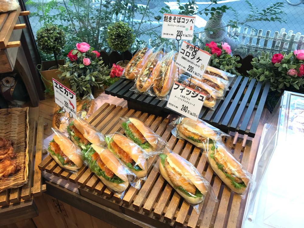 お惣菜系パンもいろいろあります