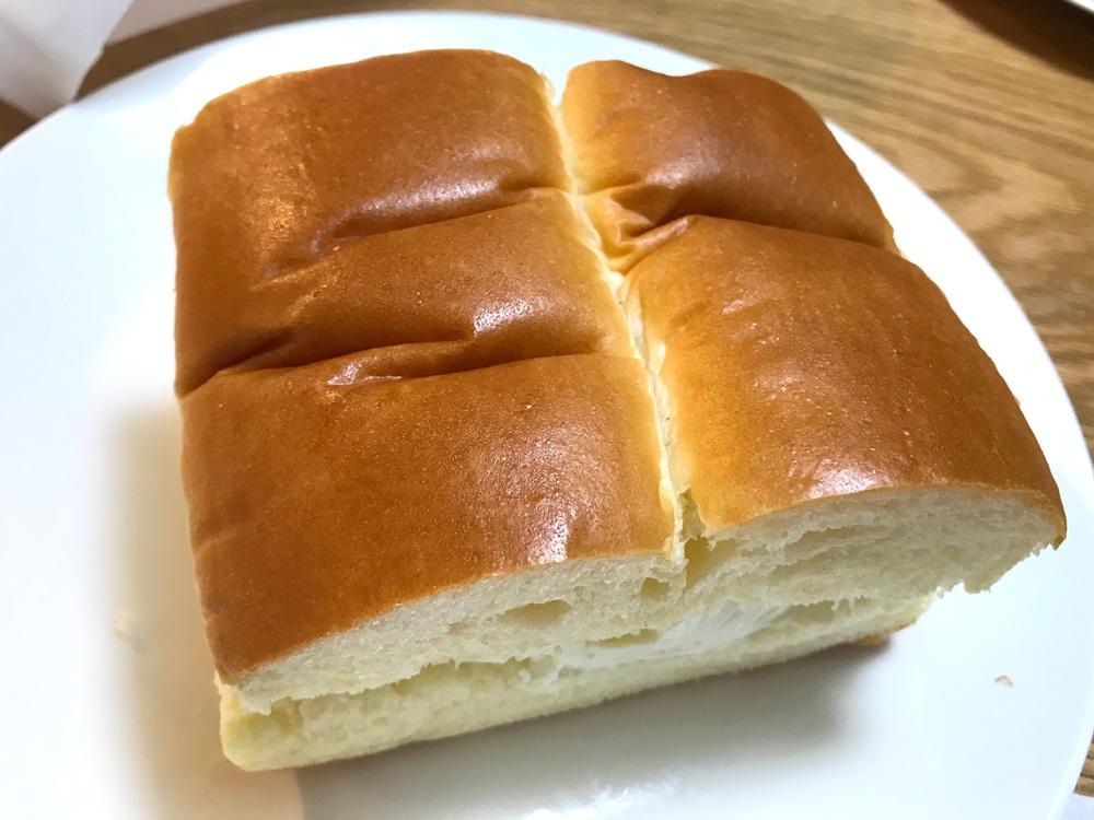 かなり大きめの牛乳パン